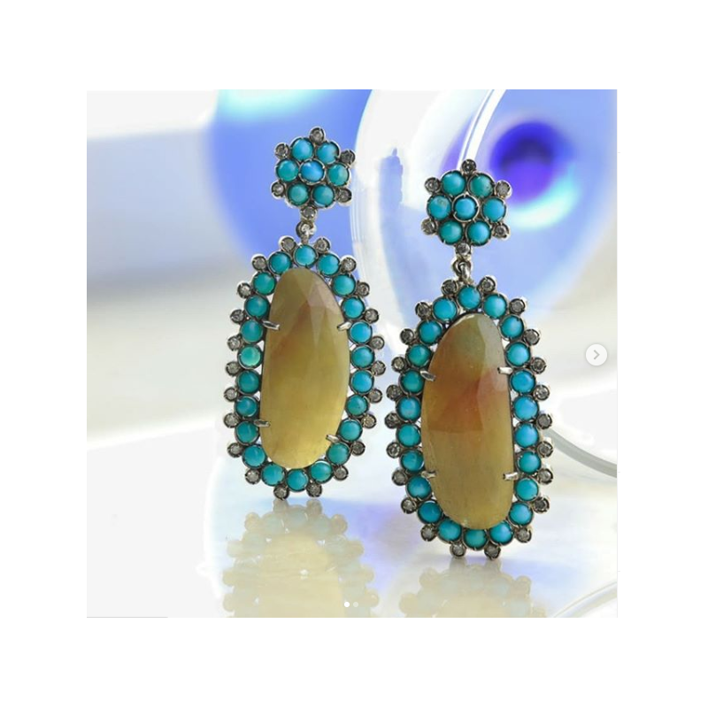 Stylish earring for women